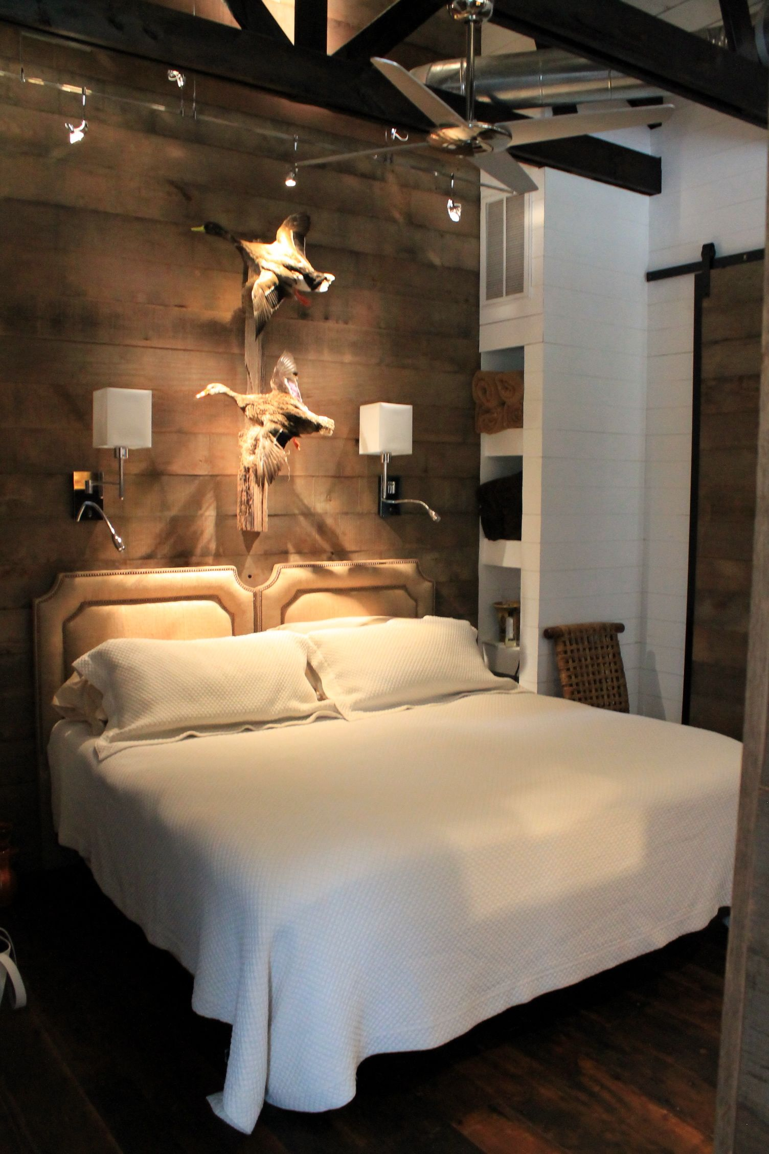 hunting lodge bedroom design with reclaimed wood feature wall